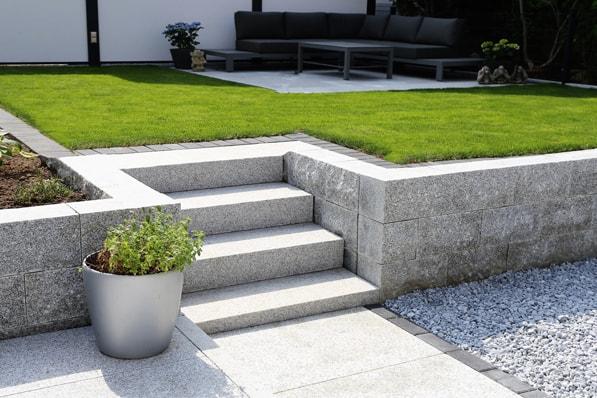 Natursteinboden reinigen außen Granit